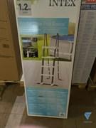 Лестница для бассейна с площадкой (122см)  Intex 28076